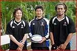 左から正面選手、今村選手、オツコロ選手