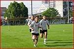 初日はきついフィットネストレーニングが行われた(左から向山、伊藤宏明、元木)