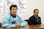 関東学院大学の春口廣監督(右)、有賀剛ゲームキャプテン