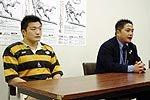 慶應義塾大学の三宅清三郎監督(右)、猪口拓主将