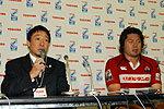 日本代表の萩本光威監督(左)、箕内拓郎キャプテン