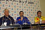 ルーマニア代表のロベルト・アントニン テクニカルディレクター(左)、ダニエル・サンタマヌ ヘッドコーチ(中央)、ガブリエル・ブレゾヤヌ キャプテン