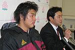 早稲田大学の清宮監督(右)、佐々木キャプテン