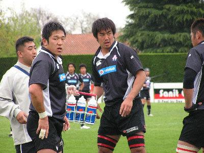 セットプレーを確認する熊谷・久富選手