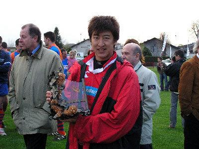 試合後、伊藤護ゲームキャプテンに記念品が贈られた