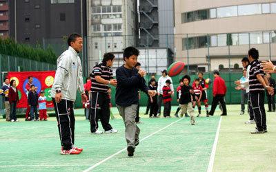 みんなでパスの練習です。手前左は早稲田大学の曽我部選手