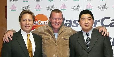 左から、MasterCard Worldwide在日代表 エグゼクティブバイスプレジデント ノースアジアパシフィックのダグラス・W・ロレンツ氏、ジョン・カーワン日本代表ヘッドコーチ、太田治ゼネラルマネージャー