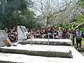 ツイドラキ選手の墓前で明日の勝利を誓う