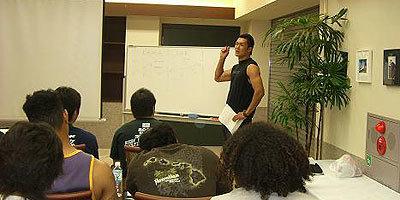 リコーブラックラムズの伊藤選手を中心に選手だけのミーティングが行われた