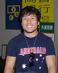 関西国際空港に元気な姿を見せた金選手