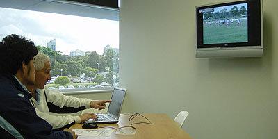 アカデミーのヘッドコーチ、ジョー氏と先週末のゲームを見ながらマンツーマンで指導を受ける