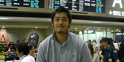 一回り大きくなって帰国した鈴木選手