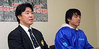 筑波大学の古川監督(左)と、島主将