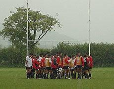 雨の中でも練習します