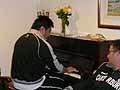 猪口選手がピアノを披露。吉田(大)選手や木村トレーナーも見事なピアノを披露