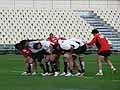 最前列で体を張ってチームを引っ張る相馬選手を中心に鋭いスクラムでNZマオリを押し切る