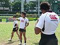 選手が考えてチームを組み立てる。アタックについて説明する小吹選手