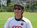 激しい練習を終えれば皆リラックスです。写真は、三浦総務のサングラスをかける成田選手