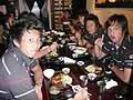 日本食を楽しむ選手たち