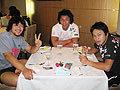 ホテルに戻って昼食を待つ北川選手(左)、小吹選手(中)、鈴木貴選手(右)
