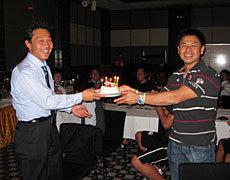 12月は岩渕コーチの誕生月、チームでお祝い