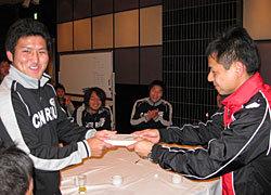 築城選手へアジア大会記念品贈呈