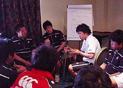 FW・BKにも分かれリーダーを中心にユニットとしての話し合いも行われていました