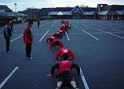 本日も早朝エキストラトレーニングは行われました。「Push Up Walking」