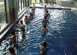 プールで体の疲れを除去します