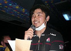 空港からホテルまでの車内では、日本代表エンターテイメントコミッティより田中選手が代表してシンガポールの基本情報を披露
