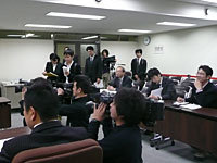 地元出身選手の登場でTV3局含め多くの報道陣が集まった