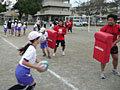 堀江選手、田中選手の持つコンタクトバッグに思いっきりアタック!