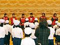 子供たちから大きな歓迎を受けた選手たち