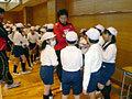 五郎丸選手を中心に作戦を練る子供たち