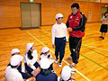仲村選手も優しく子供たちに語りかけます