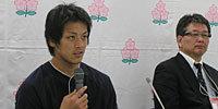 関東学院大学の桜井監督(右)と安藤キャプテン