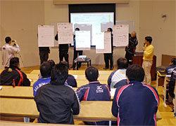 一貫指導体制と日本スタイルのセッションで、グループディスカッション後の先生方の発表