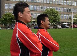 五郎丸選手(左)・築城選手