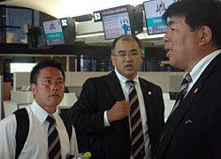 現場をお願いします! 前田コーチ、山神コーチ、小原総務