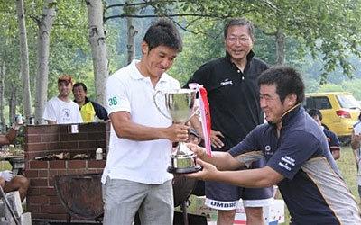 表彰式、カップ優勝タマリバクラブへ