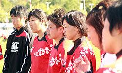 萩本コーチの話に聞き入る選手たち