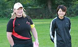 リッチモンドクラブのコーチとリッチモンドクラブに所属する加藤慶子選手