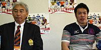 関西学院大学の大崎監督(左)と緑川キャプテン