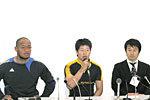 右から、タマリバの富野ヘッドコーチ、飛野主将、フォラウ選手
