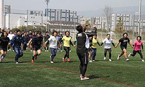 六甲クラブ、女子ラグビークリニック&7人制大会を実施