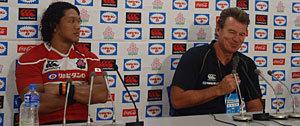 カーワン ヘッドコーチ(右)、菊谷キャプテン