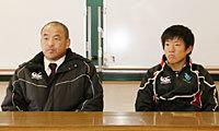 東北学院大学の木村ヘッドコーチ(左)と向井キャプテン